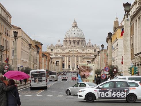 Ruas de paralelepípedo na entrada do Vaticano